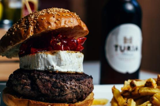 https://www.homeburgerbar.com/Para%20cada%20hamburguesa%20existe%20una%20cerveza%20perfecta